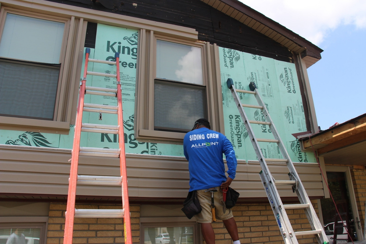 Top Signs You Have Damaged Vinyl Siding In Taylor Michigan